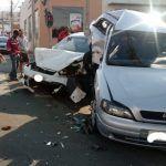 CONQUISTA: Três pessoas ficam gravemente feridas em acidente no centro da cidade