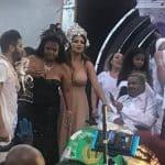 BRASIL: Arlindo Cruz aparece em desfile da X-9 Paulistana