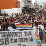 Movimentos sociais ocupam ruas em defesa da educação e contra a Reforma da Previdência