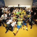 FUTEBOL: Neymar vai ao vestiário comemorar a classificação do Brasil