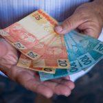 Governo paga hoje até R$ 998 do abono do PIS para nascidos em novembro