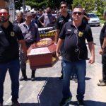 Policiais Civis paralisam por 48h; manifestantes desfilaram com caixão pelas ruas, em Conquista