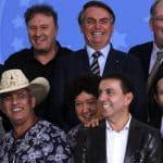 Em evento com Bolsonaro, sertanejos pedem o fim da meia entrada e mudanças na cobrança de direitos autorais