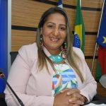 Nildma declara solidariedade à professores grevistas e pede atenção para o número de feminicídios na Bahia