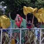 CARNAVAL: Debaixo de chuva, Daniela Mercury arrasta multidão no Campo Grande