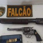 POLÍCIA: Homem começa a atirar e PM realiza apreensão de armas escondidas em matagal