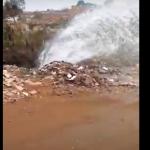 VOCÊ REPÓRTER: Cano estoura e água 'jorra' em rua no bairro Alto do Panorama ASSISTA