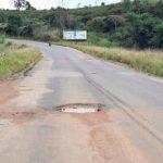 VOCÊ REPÓRTER: Moradores reclamam de situação na estrada que dá acesso à Barra do Choça VEJA