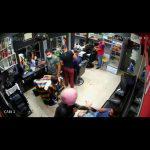 CONQUISTA: Vídeo mostra momento exato em que barbearia é assaltada no Bairro Brasil ASSISTA