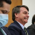 Durante evento, Bolsonaro tira máscara e diz que todos pegarão coronavírus um dia