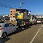 Em meio a manifestações, carros são multado na porta da convenção do MDB em Vitória da Conquista