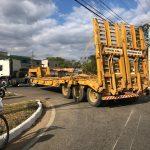 URGENTE: Acidente entre motocicleta e caminhão guincho é registrado na avenida Brumado