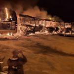 Barra do Choça: Incêndio em garagem da prefeitura destrói 06 ônibus escolares
