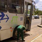TRANSPORTE: 3 ônibus da viação Rosa quebram no mesmo dia em Vitória da Conquista