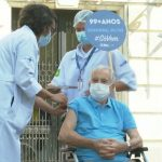 Ator Orlando Drummond, intérprete do Seu Peru é vacinado contra COVID-19