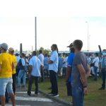 Trabalhadores da Ford voltam a protestar contra fechamento de fábrica em Camaçari