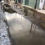 VOCÊ REPÓRTER: Canos estourados alagam ruas do bairro Urbis 5