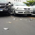 CONQUISTA: Três carros se envolvem em acidente na Avenida Régis Pacheco