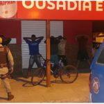 CONQUISTA: Polícia fecha bar no bairro Patagônia; Cliente foi levado para o DISEP