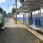CONQUISTA: Homem é agredido, após assediar uma mulher em ponto de ônibus
