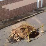 VOCÊ REPÓRTER: Buraco aberto em via pública incomoda moradores no bairro Alto Maron