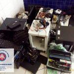 Poções: Três homens são presos acusados de roubarem equipamentos de escola