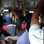CONQUISTA: Vídeo mostra ônibus da linha R-15 completamente lotado