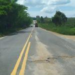 VOCÊ REPÓRTER: Após 3 meses de operação 'tapa buracos', asfalto cede e estrada que liga Vitória da Conquista à Barra do Choça continua com buracos
