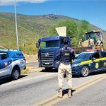 CONQUISTA: PRF e PMBA libertam refém e recuperam retroescavadeira avaliada em 150.000 reais