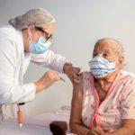 CONQUISTA: Vacinação da 1ª dose para idosos de 64 anos ou mais continua nesta terça