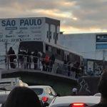 URGENTE: Ônibus da Viação Rosa pega fogo em cima do 'bigode de Pedral' em Vitória da Conquista