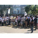Após protestarem em frente a prefeitura, Movimento de Trabalhadoras  e Trabalhadores por Direito vão para a Câmara de Vereadores