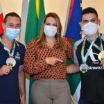 Conquistenses medalhistas do Brasileiro de Karatê são recebidos pela prefeita Sheila Lemos